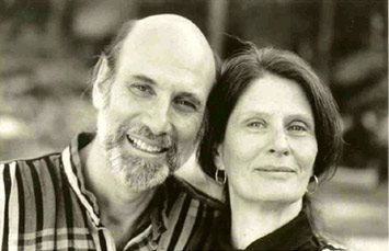 A photo of author Samuel Shem and his partner Janet Surrey
